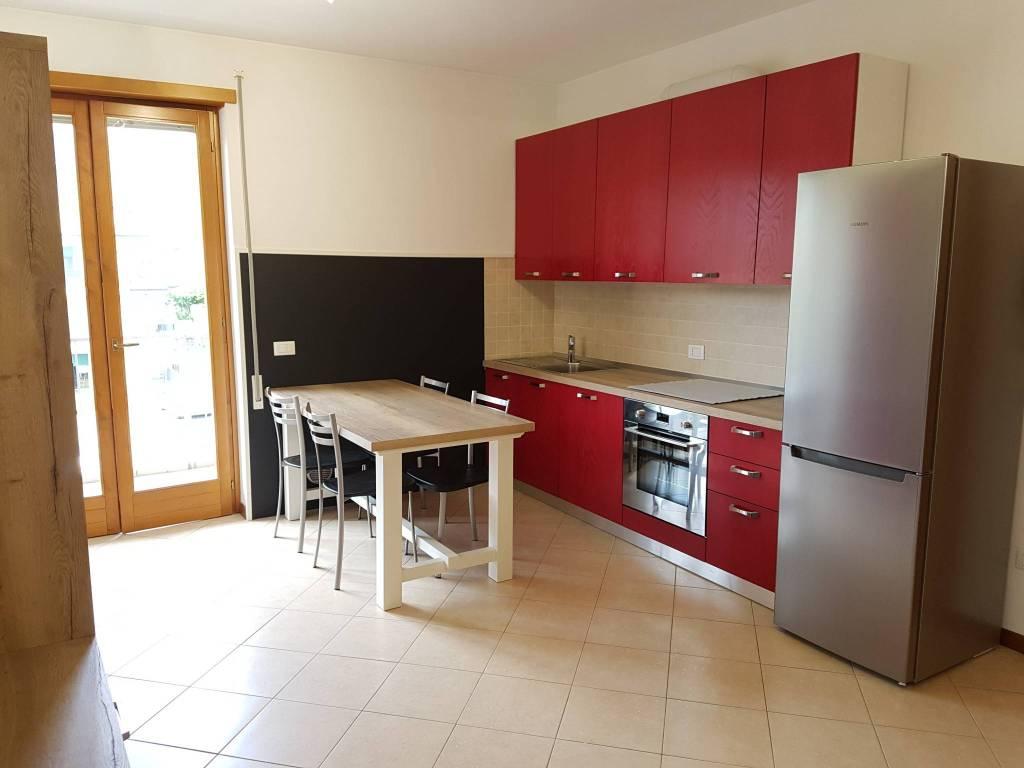 Appartamento in ottime condizioni arredato in affitto Rif. 9076490