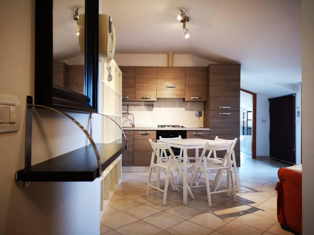 Attico / Mansarda in ottime condizioni arredato in affitto Rif. 6825046