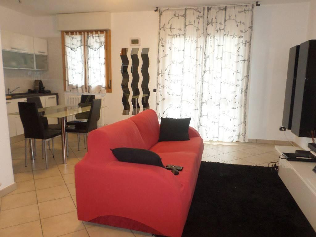 Appartamento in ottime condizioni arredato in affitto Rif. 9146178