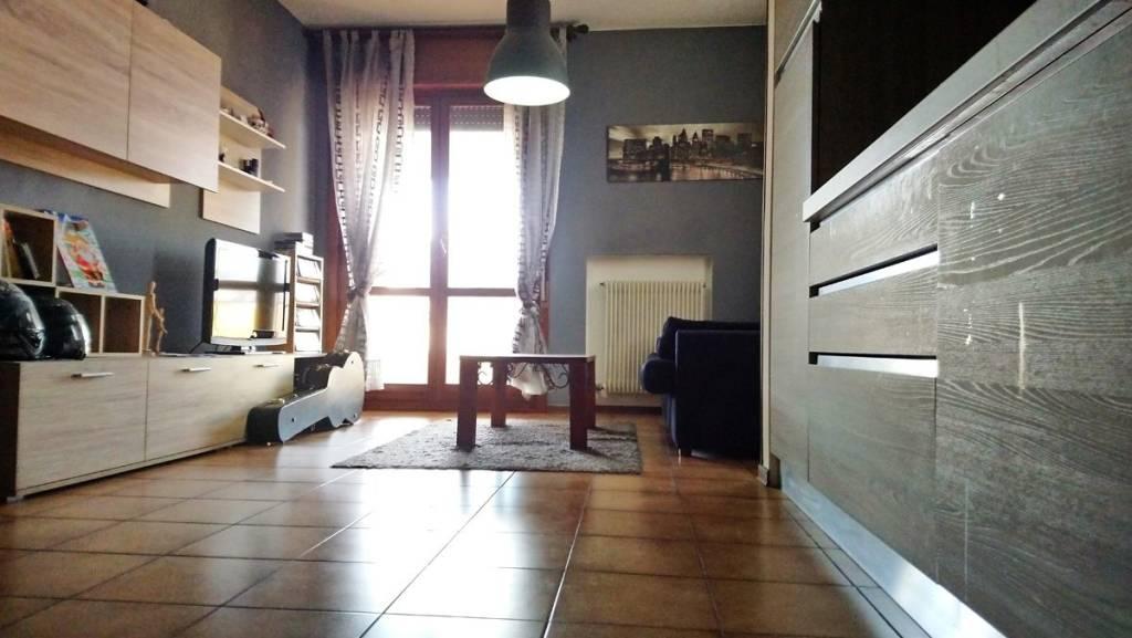 Appartamento in buone condizioni in vendita Rif. 9078028