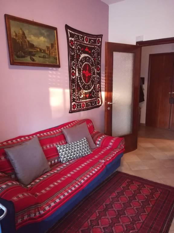 Appartamento in buone condizioni parzialmente arredato in affitto Rif. 9179704