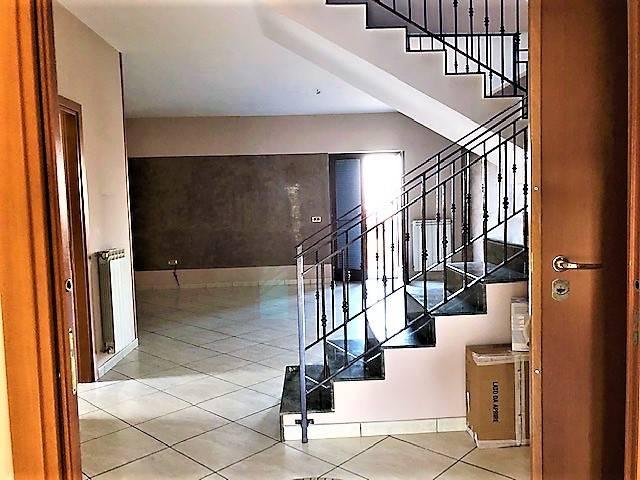 Appartamento in buone condizioni in affitto Rif. 9078326