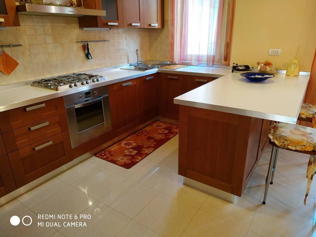 Appartamento in ottime condizioni parzialmente arredato in vendita Rif. 9076866