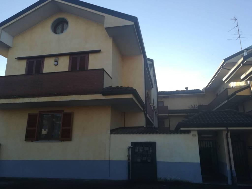 Appartamento in buone condizioni in vendita Rif. 9076934