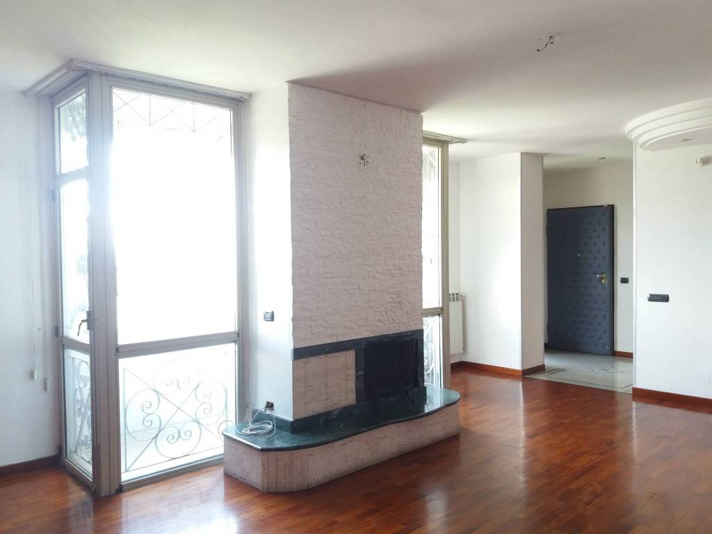 Appartamento in buone condizioni in affitto Rif. 9317344