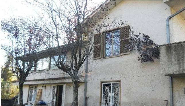 Appartamento in buone condizioni in vendita Rif. 9078453