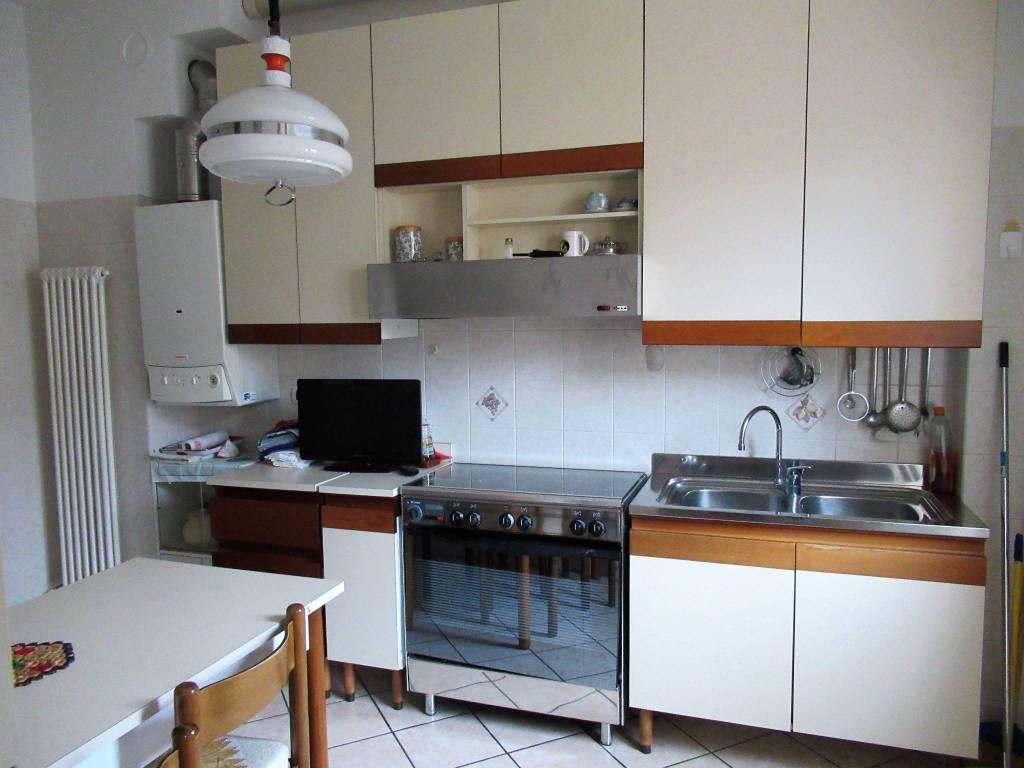 Appartamento in buone condizioni arredato in affitto Rif. 9305544