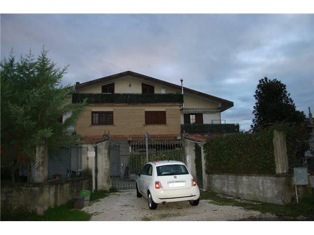 Appartamento in buone condizioni in vendita Rif. 9077231
