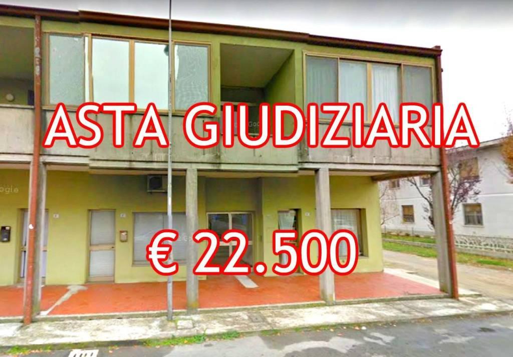 Appartamento in buone condizioni in vendita Rif. 9086385