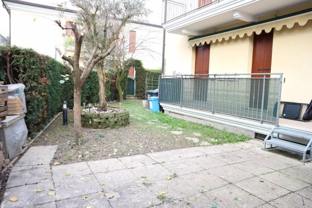 Appartamento in buone condizioni parzialmente arredato in vendita Rif. 9086718