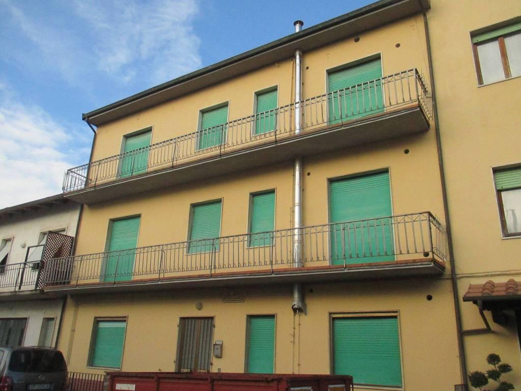Appartamento in buone condizioni in vendita Rif. 9088099