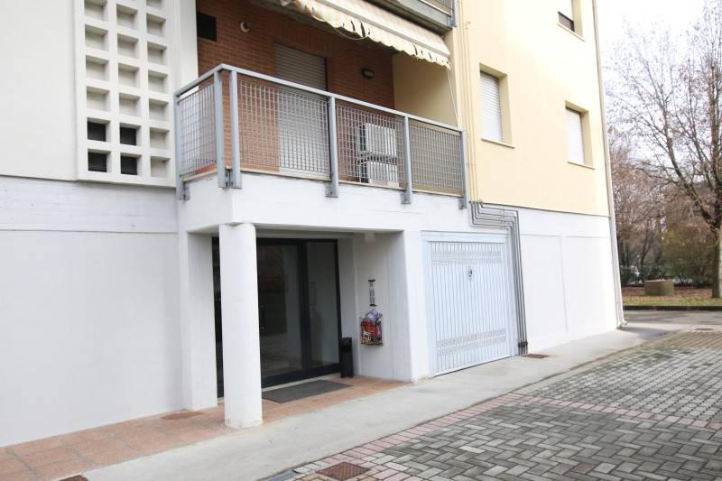 Appartamento in ottime condizioni parzialmente arredato in vendita Rif. 9085755