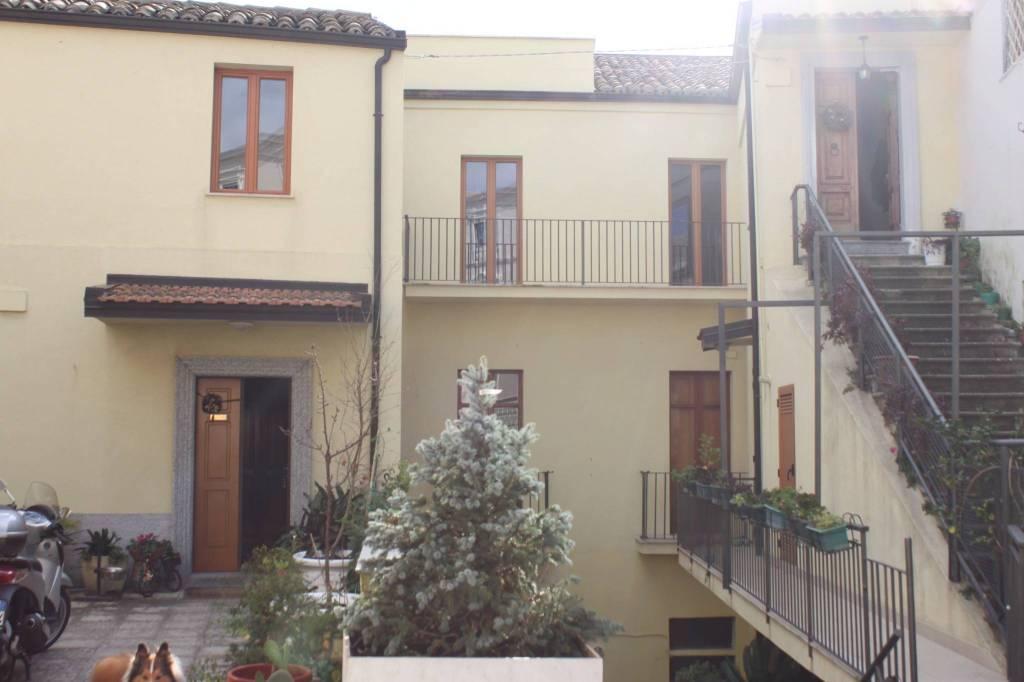 Appartamento in buone condizioni in affitto Rif. 9087575
