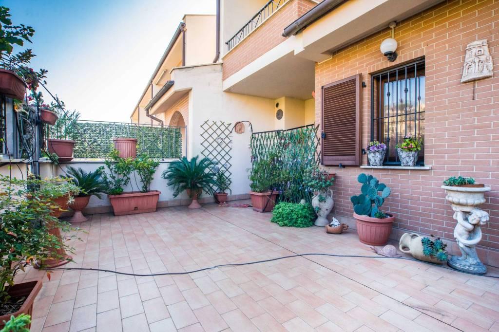 Appartamento in ottime condizioni in vendita Rif. 9088314
