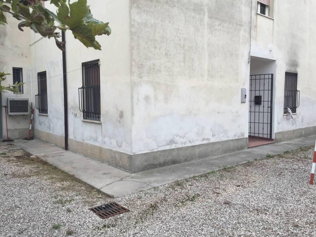 Appartamento in buone condizioni in vendita Rif. 9086061