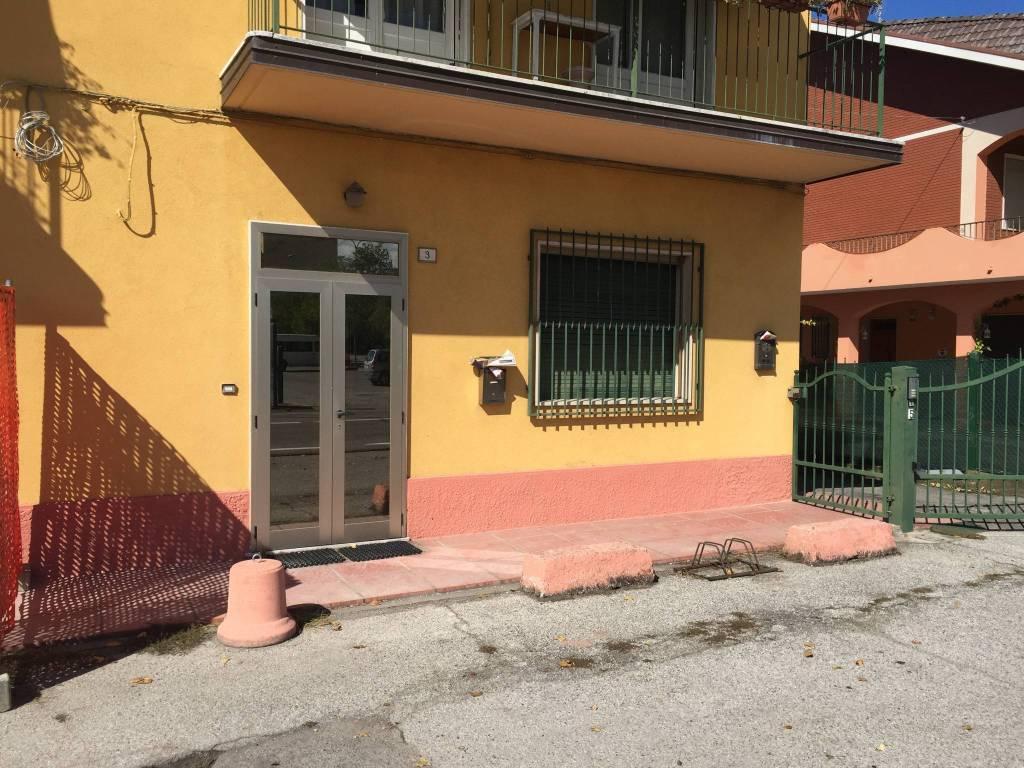 Appartamento in buone condizioni in vendita Rif. 9086062
