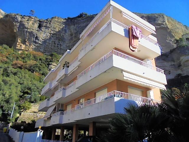 Appartamento in vendita a Ventimiglia, 3 locali, prezzo € 210.000 | CambioCasa.it