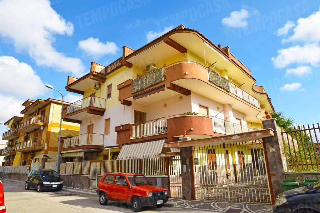 Appartamento in buone condizioni in vendita Rif. 9088655