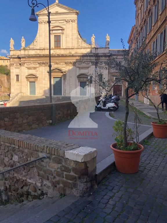 Appartamento in vendita 2 vani 50 mq.  piazza della Consolazione Roma
