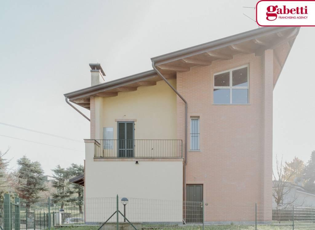 Appartamento in villa con giardino Bosisio Parini