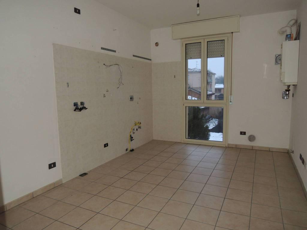 Appartamento in buone condizioni in affitto Rif. 9086768
