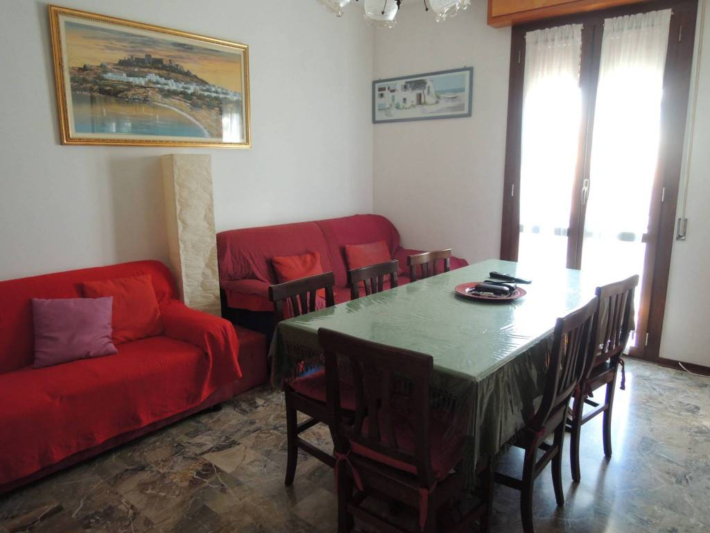Appartamento in buone condizioni in vendita Rif. 9086770