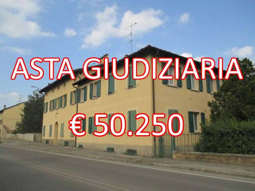 Appartamento in buone condizioni in vendita Rif. 9097490