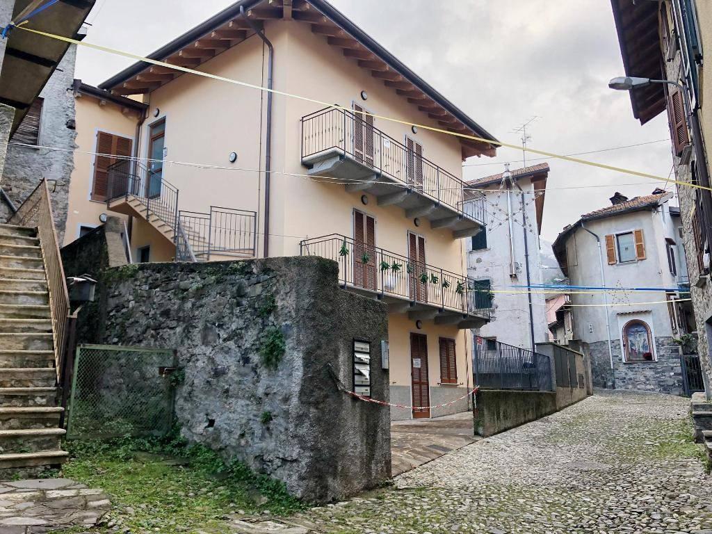 Appartamento in ottime condizioni in vendita Rif. 9097314