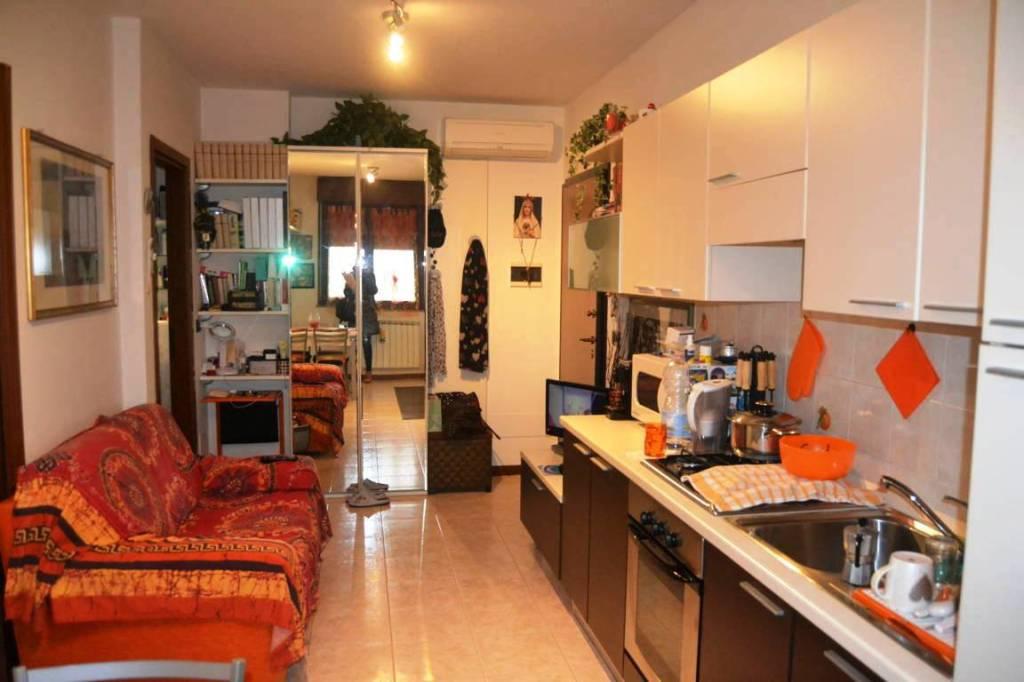 Appartamento in buone condizioni arredato in vendita Rif. 9096535
