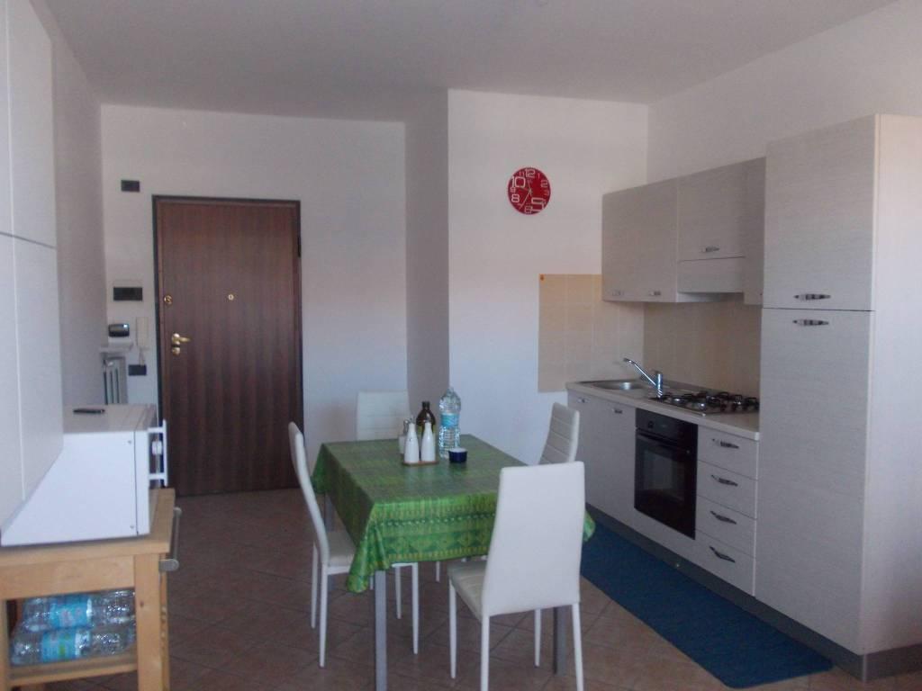 Appartamento in ottime condizioni arredato in affitto Rif. 9097243