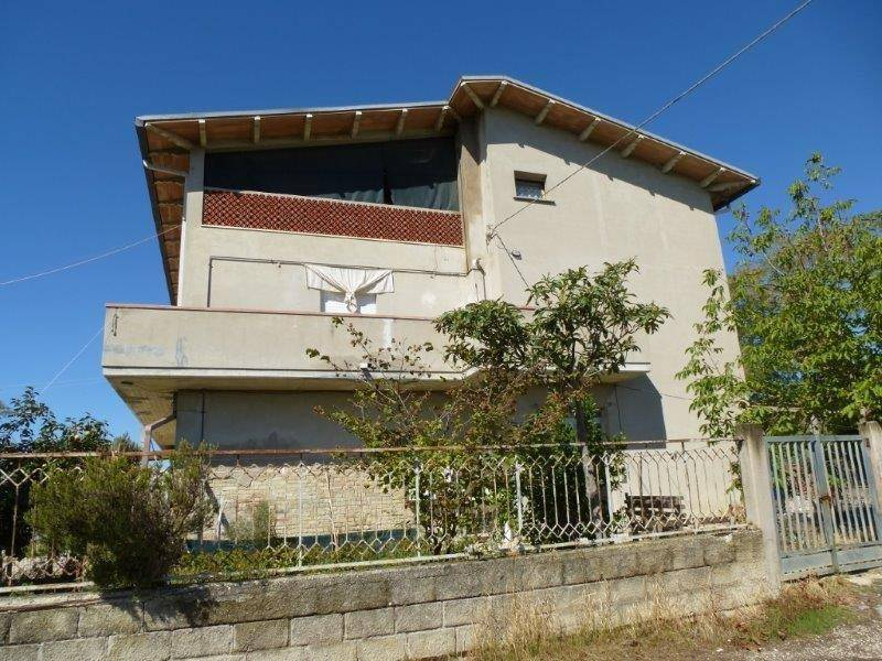 Rustico / Casale in buone condizioni in vendita Rif. 9196586