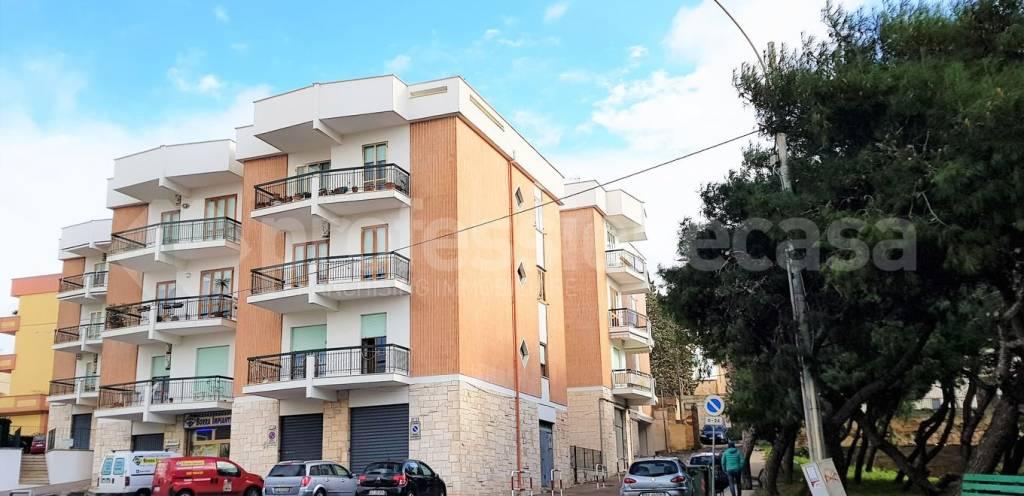 Appartamento in buone condizioni in vendita Rif. 9096780