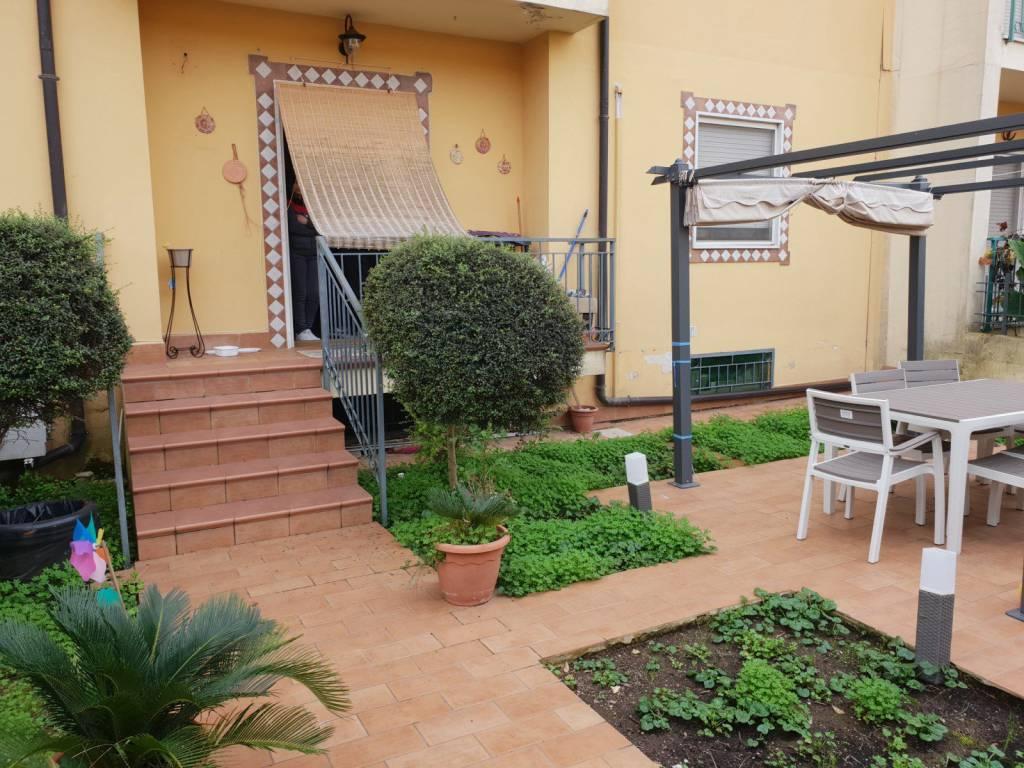 Appartamento di 100mq con terrazzino e Giardino