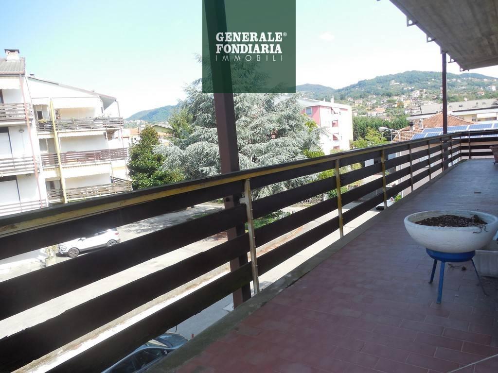 Appartamento con terrazza abitabile, Ceparana.