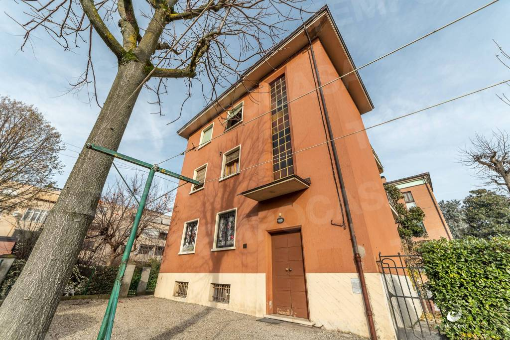 Appartamento in buone condizioni in vendita Rif. 9097775