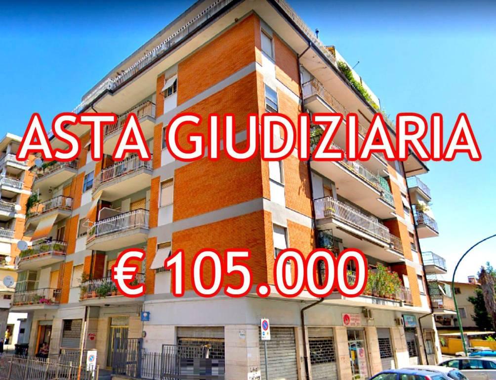 Appartamento in buone condizioni in vendita Rif. 9097484