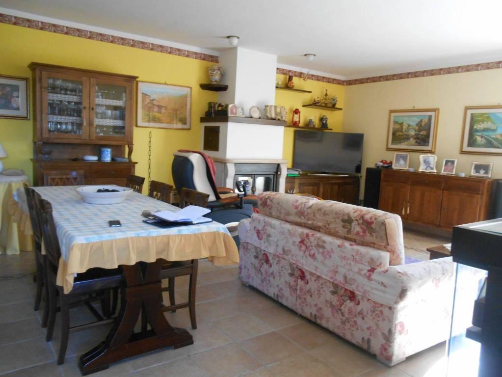 Appartamento in ottime condizioni in vendita Rif. 9096301