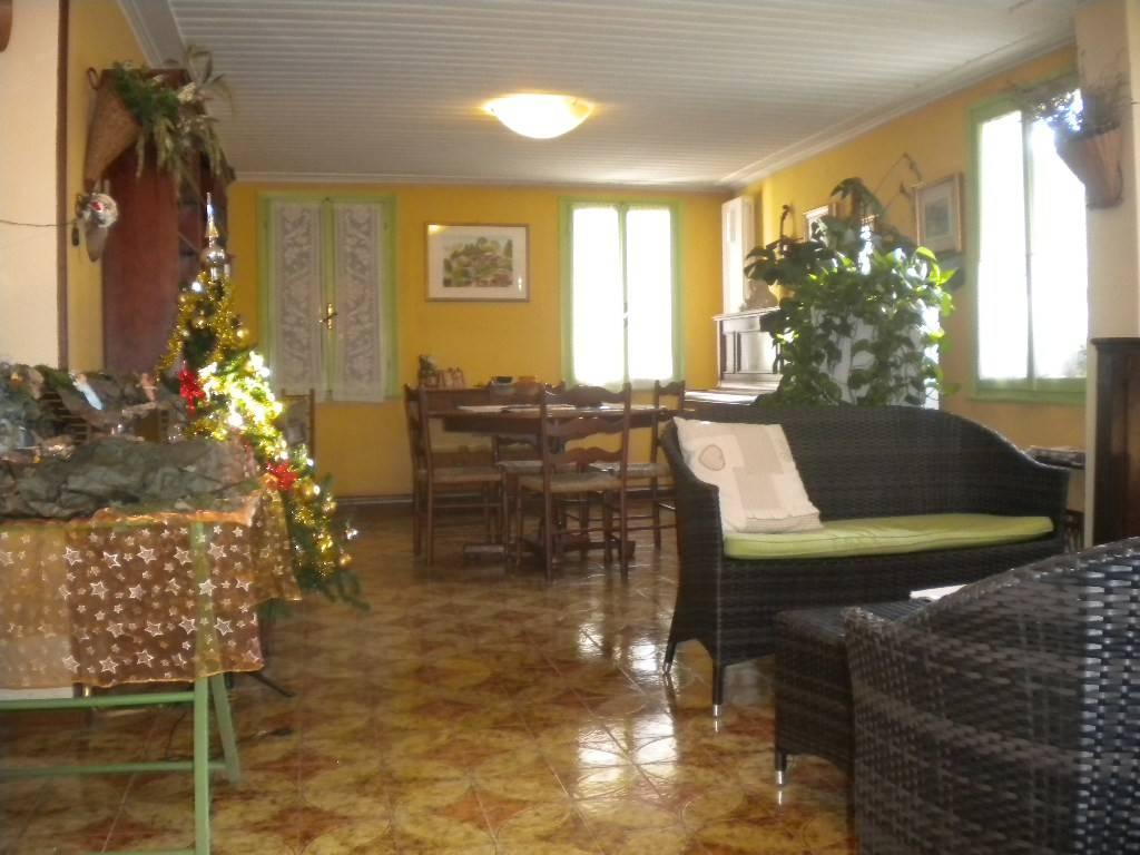 Villa in buone condizioni in vendita Rif. 9097966