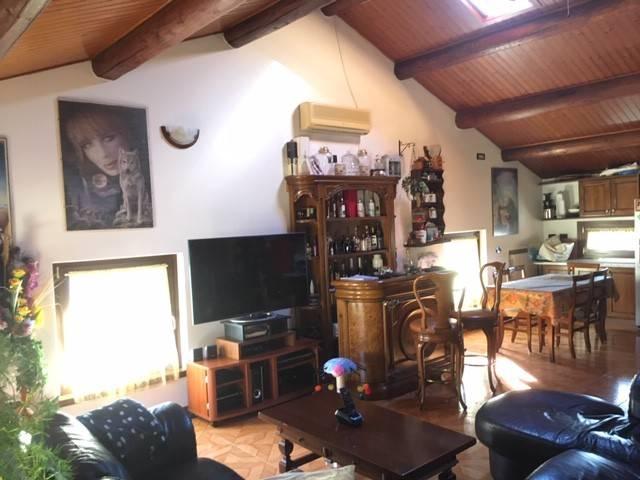 Appartamento in ottime condizioni in vendita Rif. 8170286
