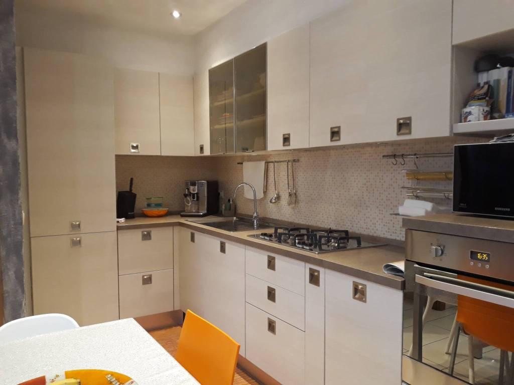 Appartamento in buone condizioni parzialmente arredato in vendita Rif. 9096678