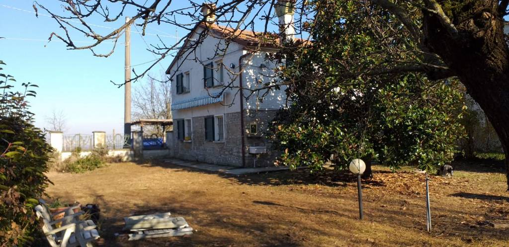 Rustico in Vendita a Carpaneto Piacentino: 4 locali, 113 mq