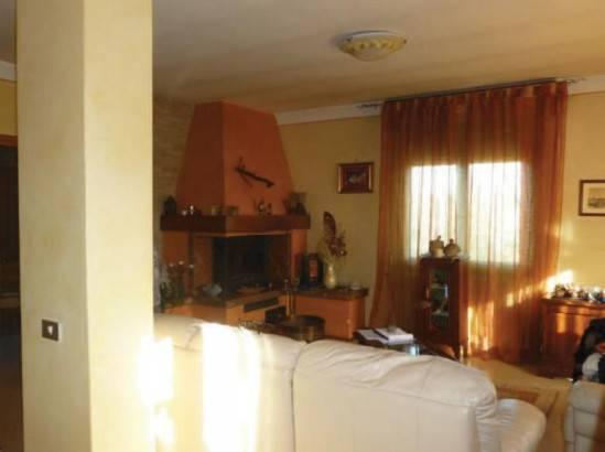 Appartamento in buone condizioni in vendita Rif. 9099625