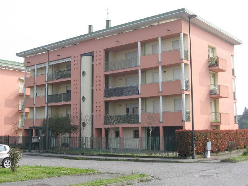 Appartamento in buone condizioni in vendita Rif. 9123697