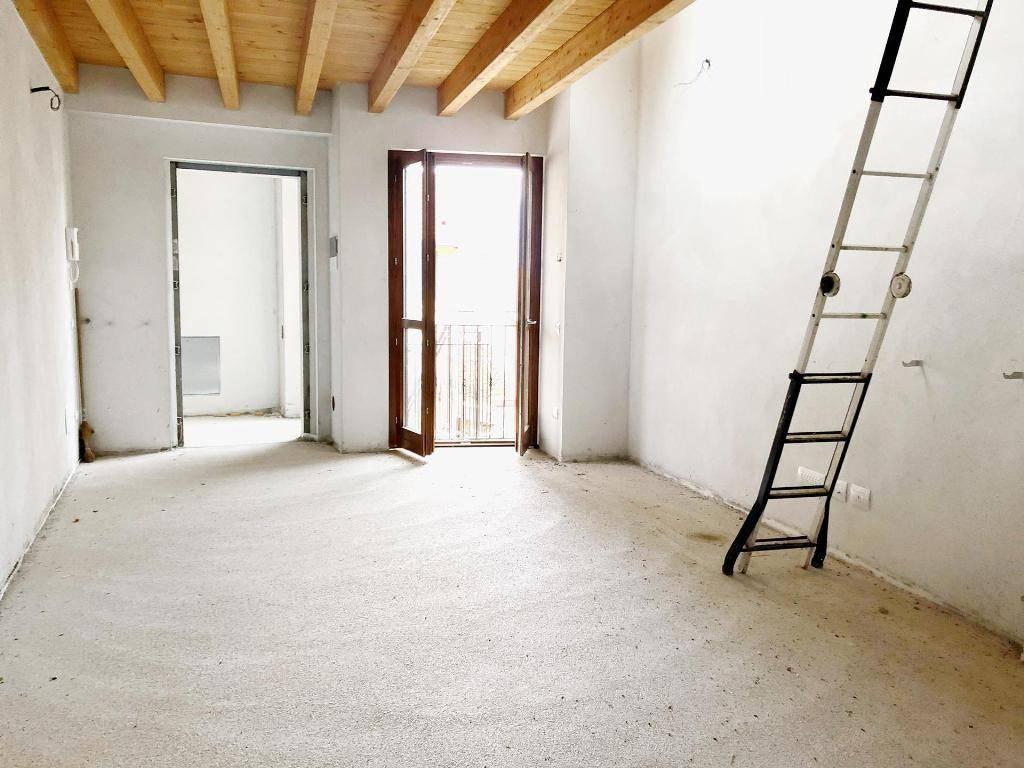 Appartamento in ottime condizioni in vendita Rif. 9108423