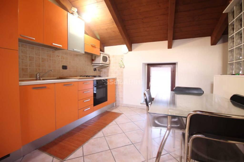 Appartamento in buone condizioni arredato in affitto Rif. 9108500