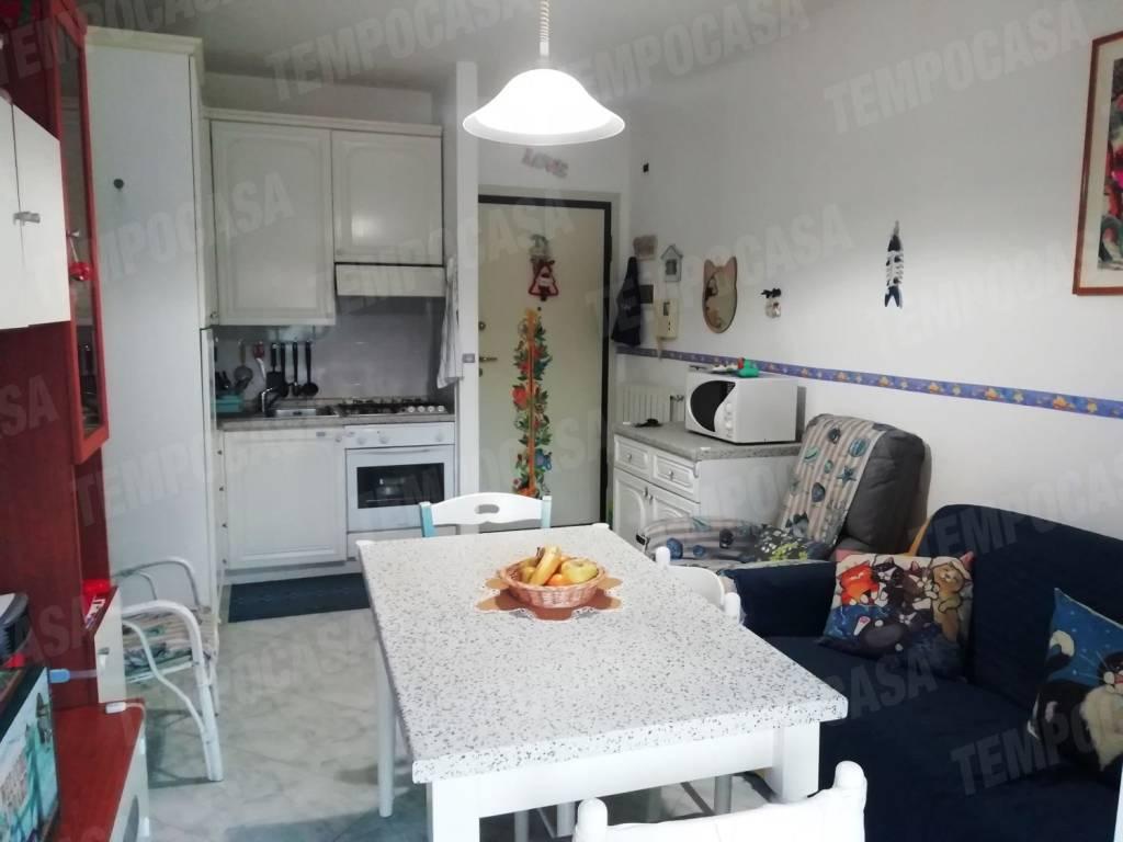 Appartamento in ottime condizioni arredato in vendita Rif. 9109681