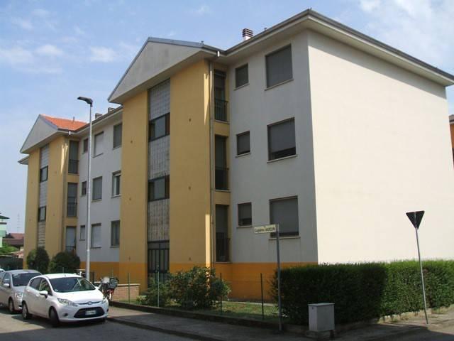 Appartamento in buone condizioni in vendita Rif. 9108129