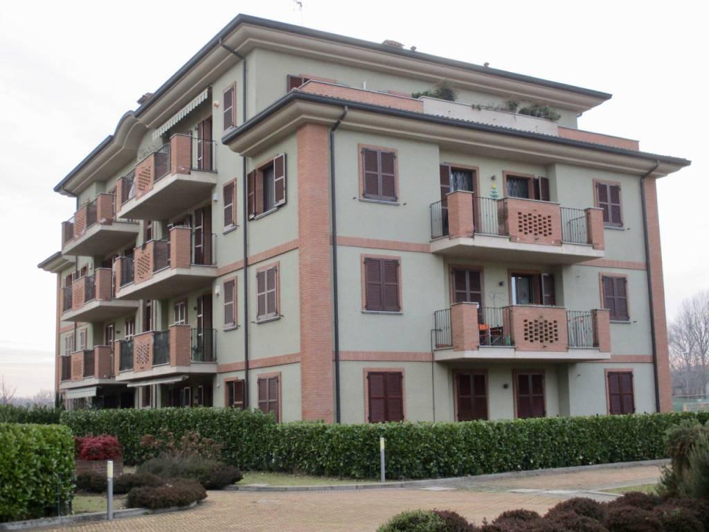 Appartamento in buone condizioni in affitto Rif. 9109007