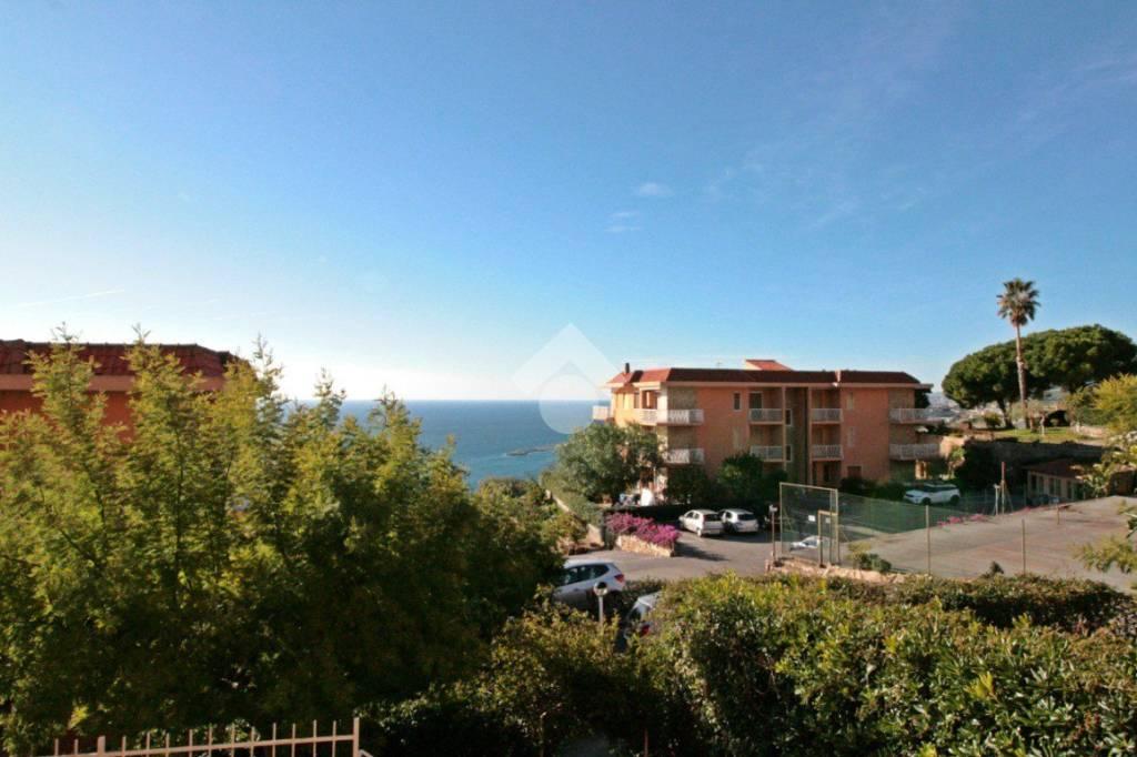 Appartamento in ottime condizioni arredato in vendita Rif. 9156537