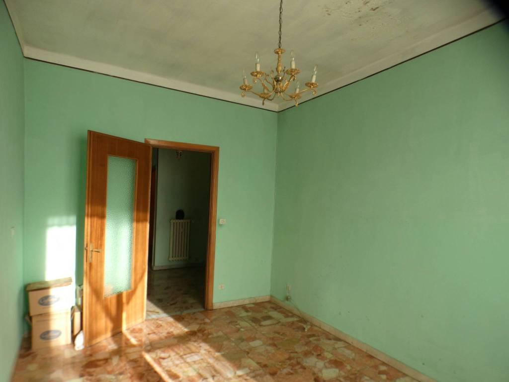 Appartamento da ristrutturare in vendita Rif. 9108784